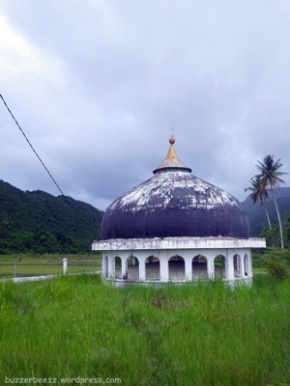 Kubah Masjid masih berdiri kokoh setelah terhempas gelombang tsunami