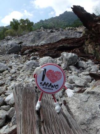 Gantungan Kunci I ♥ Sabang (photo taken from Hijrah Saputra Yunus' Facebook page)