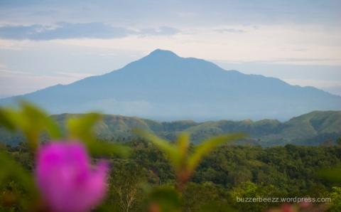 Gunung Seulawah gagah berdiri