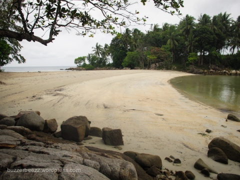 Pantai tersembunyi di dekat Nirwana Beach Club