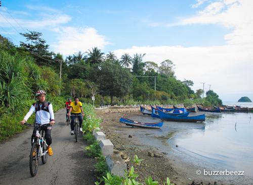 Bersepeda di Ujong Pancu