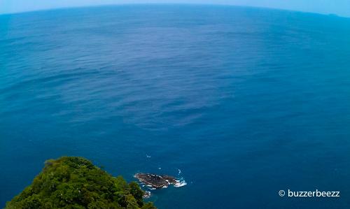 Ujung Pulau Breueh dari atas menara suar