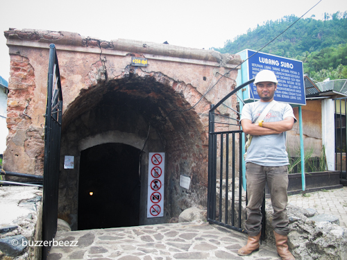 Pintu masuk Lubang Mbah Soero