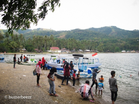 Cukup ramai di Pantai Tanjung Mutiara