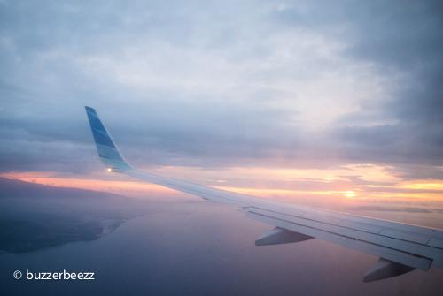 Melihat sunset dari dalam pesawat di langit Semarang