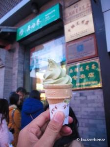 Es krim matcha enak di Wangfujing. Musim dingin makan es krim, siapa takut?