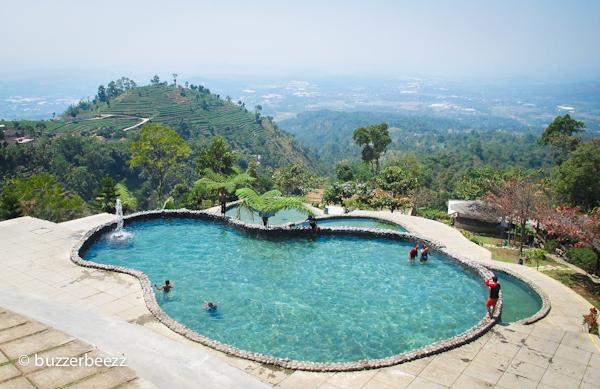 Kolam Renang Mata Air Pegunungan di Umbul Sidomukti