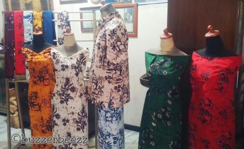 Batik Bakaran cantik juga kan dipakai manekin?