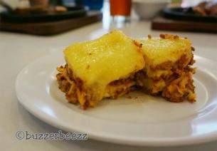 Ini juga lasagna-nya enak banget